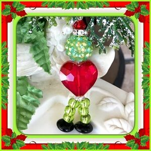🎄⛄️🎄 GRINCH WITH HEART PENDANT 🎄⛄️🎄